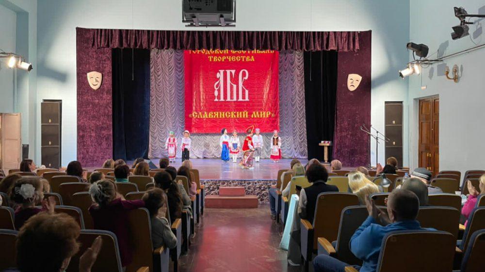 Коллектив «Карамельки» и Дарья Брежнева, воспитанники старшей группы, победили в ежегодном городском конкурсе «Славянский мир».